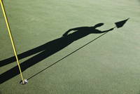 Shadow of golfers and the flag on a green of a golf course. 11093024315| 写真素材・ストックフォト・画像・イラスト素材|アマナイメージズ