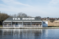 Exterior view of tea room on the shore of a lake. 11093025586| 写真素材・ストックフォト・画像・イラスト素材|アマナイメージズ