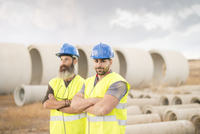 Two workers posing outdoors near to concrete pipes 11094013850| 写真素材・ストックフォト・画像・イラスト素材|アマナイメージズ