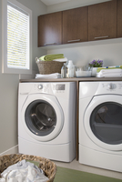 Energy efficient washer and dryer in laundry room. 11096020254| 写真素材・ストックフォト・画像・イラスト素材|アマナイメージズ