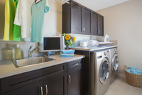 Modern laundry room with washer and dryer. 11096023716| 写真素材・ストックフォト・画像・イラスト素材|アマナイメージズ