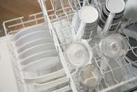 View from above of clean dishes in dishwasher. 11096025644| 写真素材・ストックフォト・画像・イラスト素材|アマナイメージズ