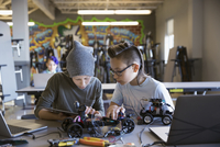 Pre-adolescent boys assembling and programming robotics at digital tablet in classroom 11096049266| 写真素材・ストックフォト・画像・イラスト素材|アマナイメージズ