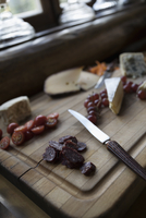 Still life cheese board with dried salami, tomatoes and grapes 11096060156| 写真素材・ストックフォト・画像・イラスト素材|アマナイメージズ