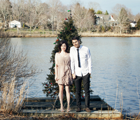 Well dressed couple standing in front of Christmas tree 11100005819| 写真素材・ストックフォト・画像・イラスト素材|アマナイメージズ