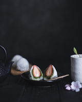 Close-up of strawberry Daifuku served in plate on table 11100036525| 写真素材・ストックフォト・画像・イラスト素材|アマナイメージズ