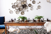 Arranged dining table against decorated wall 11100045037| 写真素材・ストックフォト・画像・イラスト素材|アマナイメージズ