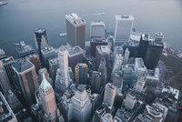 Aerial view of skyscrapers by river in New York City 11100061369| 写真素材・ストックフォト・画像・イラスト素材|アマナイメージズ