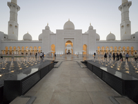 Tourists at Sheikh Zayed Mosque