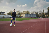 Full length portrait of teenage boy with soccer ball at running track against sky 11100073912| 写真素材・ストックフォト・画像・イラスト素材|アマナイメージズ