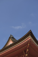 Low angle view of Kiyomizu-dera Temple roof against sky 11100073959| 写真素材・ストックフォト・画像・イラスト素材|アマナイメージズ