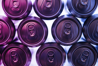 Close-up of drink cans in refrigerator 11100080406| 写真素材・ストックフォト・画像・イラスト素材|アマナイメージズ