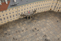 High angle view of people on footpath at town square 11100090914| 写真素材・ストックフォト・画像・イラスト素材|アマナイメージズ