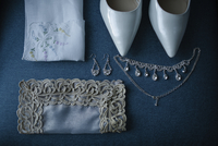 High angle view of personal accessories on table during wedding ceremony 11100091207| 写真素材・ストックフォト・画像・イラスト素材|アマナイメージズ