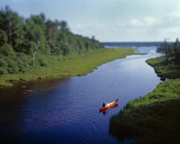 High angle view of woman canoeing on inlet against sky 11100091590| 写真素材・ストックフォト・画像・イラスト素材|アマナイメージズ
