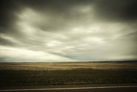 Scenic view of Canadian prairies against cloudy sky 11100091825| 写真素材・ストックフォト・画像・イラスト素材|アマナイメージズ