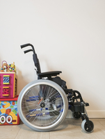 Empty wheelchair by toys by wall at home 11100092607| 写真素材・ストックフォト・画像・イラスト素材|アマナイメージズ
