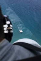 Close-up of pilot in helicopter while catamaran sailing in sea 11100093028| 写真素材・ストックフォト・画像・イラスト素材|アマナイメージズ