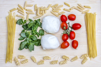 Composition with the bright colours of Italian food: pasta, spaghetti, tomatoes from Sicily, mozzarella from Naples and basil 11104014755| 写真素材・ストックフォト・画像・イラスト素材|アマナイメージズ
