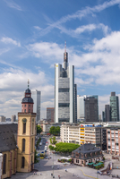 Germany, Hessen, Frankfurt Am Main, City skyline with St. Katherine's church (St.-Katharinen-Kirche)(Katharinenkirche) 11108001369| 写真素材・ストックフォト・画像・イラスト素材|アマナイメージズ