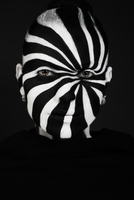 Close-up Portrait Of Woman With Striped Painted Face 11115001930| 写真素材・ストックフォト・画像・イラスト素材|アマナイメージズ