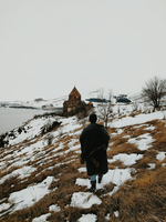 Rear View Of Man Walking Towards Old Church On Snow Covered Hill By Lake Against Clear Sky 11115004921| 写真素材・ストックフォト・画像・イラスト素材|アマナイメージズ