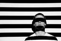 Close-up Of Man With Striped Shadow Against Wall 11115022814| 写真素材・ストックフォト・画像・イラスト素材|アマナイメージズ