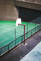High Angle View Of Basketball Hoop By Fence 11115028170| 写真素材・ストックフォト・画像・イラスト素材|アマナイメージズ