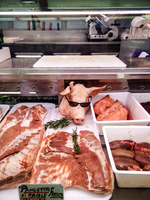 High Angle View Of Pork Arranged On Counter In Commercial Kitchen 11115028404| 写真素材・ストックフォト・画像・イラスト素材|アマナイメージズ