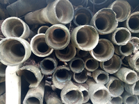 Stack Of Dirty Pipes In Warehouse 11115030449| 写真素材・ストックフォト・画像・イラスト素材|アマナイメージズ