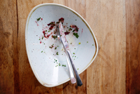 Directly Above Shot Of Fork And Table Knife On Messy Plate 11115031745| 写真素材・ストックフォト・画像・イラスト素材|アマナイメージズ