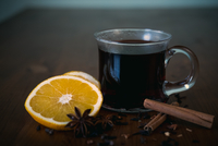 Close-up Of Mulled Wine With Cinnamon By Lemon And Anise 11115032084| 写真素材・ストックフォト・画像・イラスト素材|アマナイメージズ
