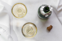 Directly Above Shot Of Champagne Flutes By Bottle On Table 11115033070| 写真素材・ストックフォト・画像・イラスト素材|アマナイメージズ