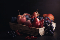 Close-up Of Fruits On Table Against Black Background 11115035334| 写真素材・ストックフォト・画像・イラスト素材|アマナイメージズ