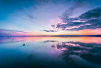Scenic View Of Calm Lake Against Sky During Sunset 11115038754| 写真素材・ストックフォト・画像・イラスト素材|アマナイメージズ