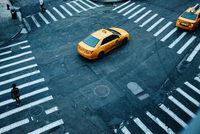 High Angle View Of Yellow Cabs On Street In Nyc 11115050858| 写真素材・ストックフォト・画像・イラスト素材|アマナイメージズ