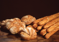 Variety Of Brown Loaf Breads On Wooden Table 11115077757| 写真素材・ストックフォト・画像・イラスト素材|アマナイメージズ