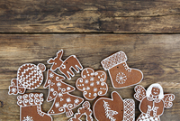 Close-up Of Cookies On Wooden Surface 11115078960| 写真素材・ストックフォト・画像・イラスト素材|アマナイメージズ