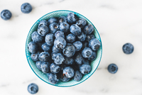 Directly Above Shot Of Blue Berries In Bowl 11115080934| 写真素材・ストックフォト・画像・イラスト素材|アマナイメージズ