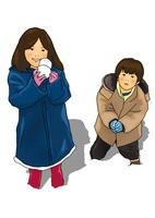 雪で遊ぶ子供 28144091961| 写真素材・ストックフォト・画像・イラスト素材|アマナイメージズ