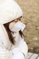 マスクをした女性 28204000111| 写真素材・ストックフォト・画像・イラスト素材|アマナイメージズ
