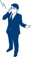 携帯で電話をするビジネスマン 60009000180  写真素材・ストックフォト・画像・イラスト素材 アマナイメージズ
