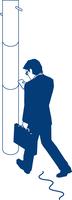 歩行中にスマートフォンを見るビジネスマン 60009000371  写真素材・ストックフォト・画像・イラスト素材 アマナイメージズ