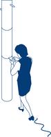 歩行中スマートフォンを見る女性会社員 60009000372  写真素材・ストックフォト・画像・イラスト素材 アマナイメージズ