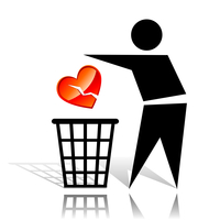 Conceptual icon with recycling sign and broken heart 60016016592| 写真素材・ストックフォト・画像・イラスト素材|アマナイメージズ
