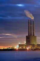 Thermal power plant with tall smoke stacks,Barcelona,Spain 01543029632| 写真素材・ストックフォト・画像・イラスト素材|アマナイメージズ