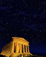 星空とコンコルディア神殿 02022346029| 写真素材・ストックフォト・画像・イラスト素材|アマナイメージズ