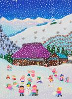雪降る冬の日元気に遊ぶ田舎の子供たち 02237011648| 写真素材・ストックフォト・画像・イラスト素材|アマナイメージズ