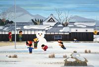 竹馬と雪ダルマで遊ぶ子供 02237013194| 写真素材・ストックフォト・画像・イラスト素材|アマナイメージズ