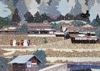 雪の中で雪だるまをつくる子供 02237013216| 写真素材・ストックフォト・画像・イラスト素材|アマナイメージズ